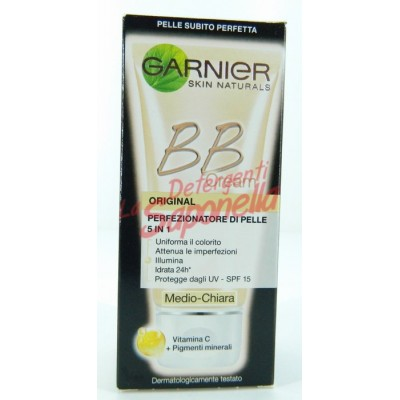 Crema de fata Garnier pigmentanta perfectionare a pielii 5 in 1 BB Cream mediu-deschis cu vitamina C si pigmenti minerali 50 ml